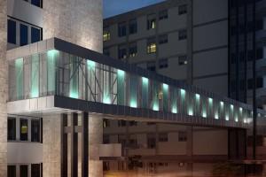 <strong>Groupama székház – híd<span></strong><i>→</i>